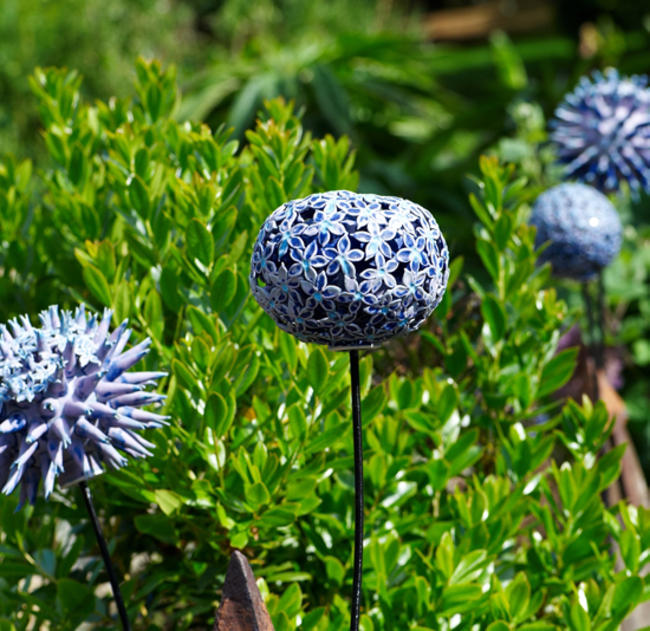 Globe Thistles stoneware, wood and metal 5x1cm